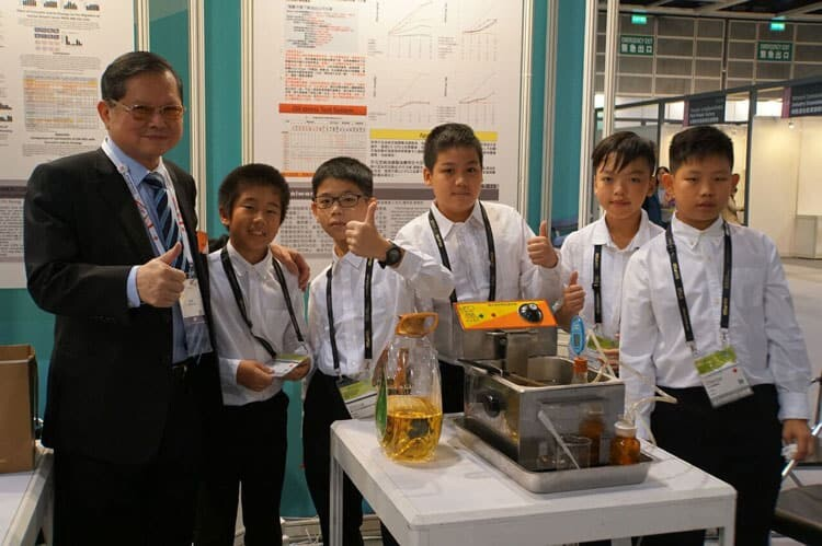 Young Inventors participating in IIIC