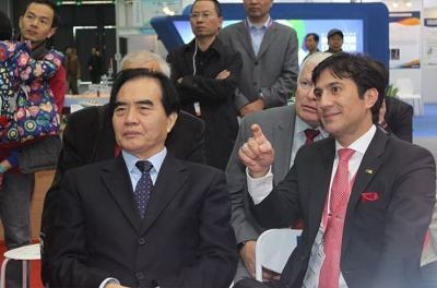 Right: Alireza Rastegar, IFIA President Left: Mr. Huarong Yu, Executive Vice President and Secretary General China Association of Inventions