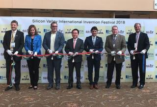 SVIIF opening ceremony and ribbon cutting From Left to right: Dr. Amin Ghafooripour , Santa Clara University Professor Ms. Lisa Gillmor, Mayor of Santa Clara Mr. John Cabeca, Silicon Valley USPTO Director Mr. Joon-Seok Lee, KIPA President Mr. Alireza Rastegar, IFIA President Mr. John Calvert, UIA President Mr. Erik Puknys, Patent litigator