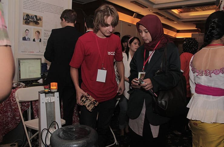 Young inventors and visitors in IYIA 2018