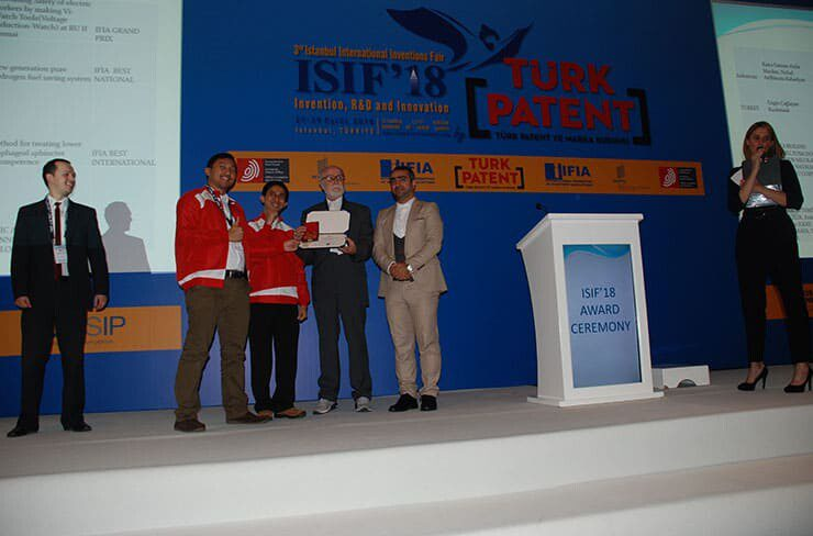 IFIA's Grand prix was granted to Ranu Fauzan Aulia Muslim, Nobal Ardhinata Rahadyan from Indonesian Invention and Innovation Promotion Association (INNOPA)