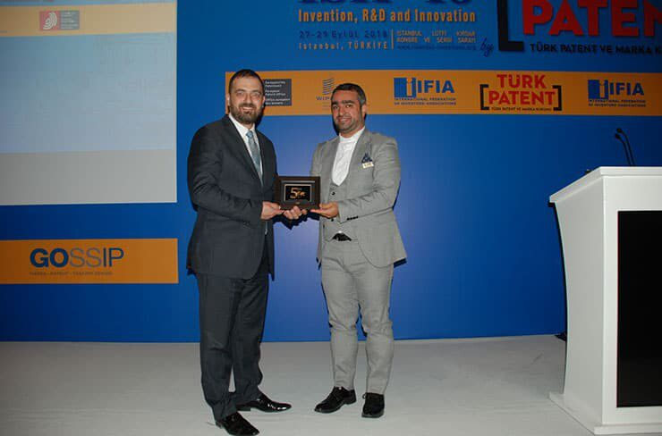 Mr. Masoud Tajbakhsh Grants IFIA Award to Mr. Koray Sahin, ISIF organizer