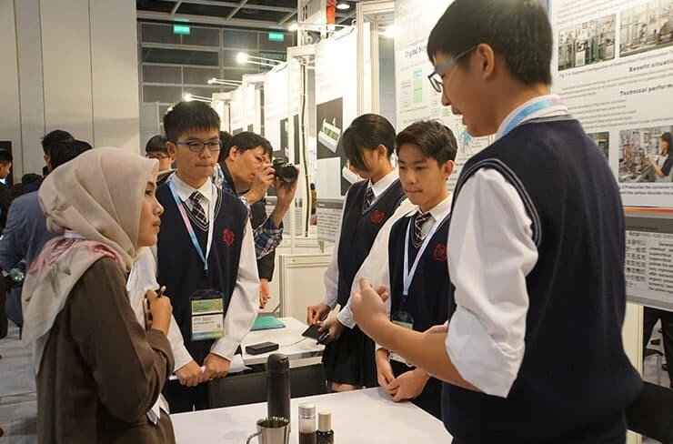 Young Inventors showcasing their innovations in 2018 IIDC