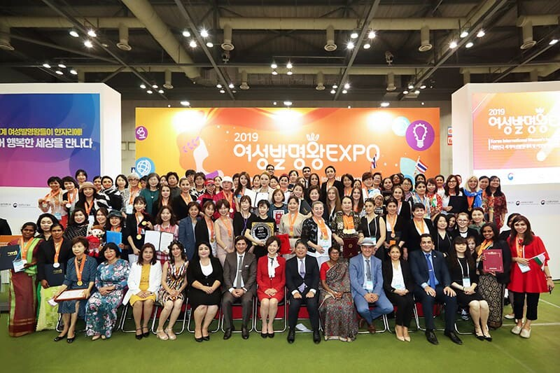 Group Photo in Official Award Ceremony of Korea International Women's Invention Exposition (KIWIE 2019)